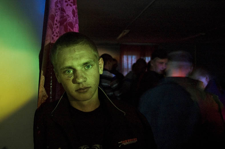 Alexey, 20 years old, is attending a village disco on his birthday. He has no plans for the future, no job, no girlfriend. He earns some money by stealing timber.  He dreams that one day he will find a job, a girl or something else what will make sense of life for him.