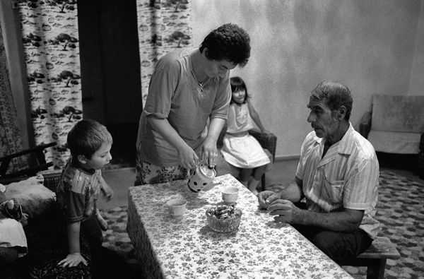 Tea time in Talyat Shabanov's family, Bahchisaray, August 2004