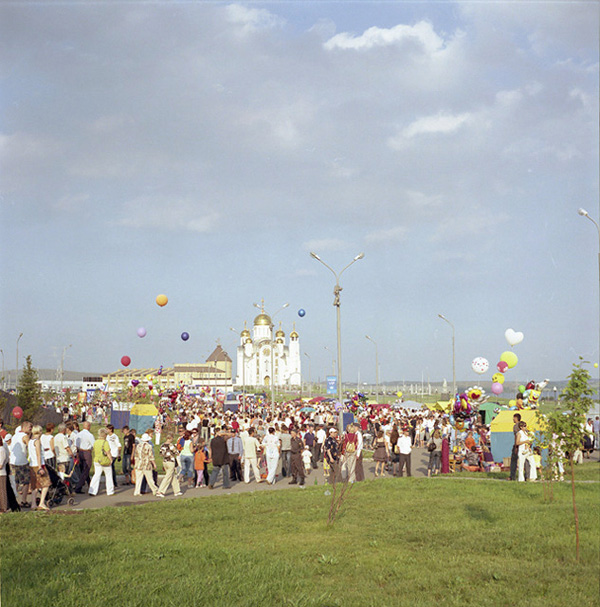 City fair on the occasion of the Metalworkers' Day – a popular local holiday; a new Orthodox church built on steel mill's money is visible in the background.